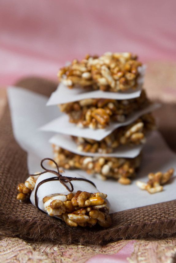 Puffed Rice Brittle (Chikki) by Indiaphile.info