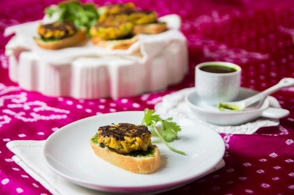 Cauliflower Patties (Tikki) with Cilantro Pea Chutney by Indiaphile.info