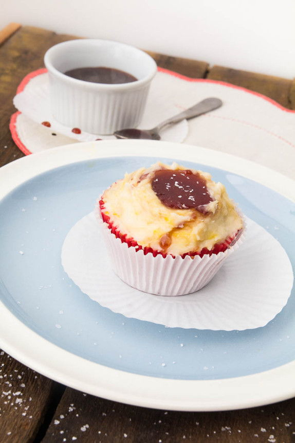Saffron Cupcakes with Red Wine Caramel by Indiaphile.info