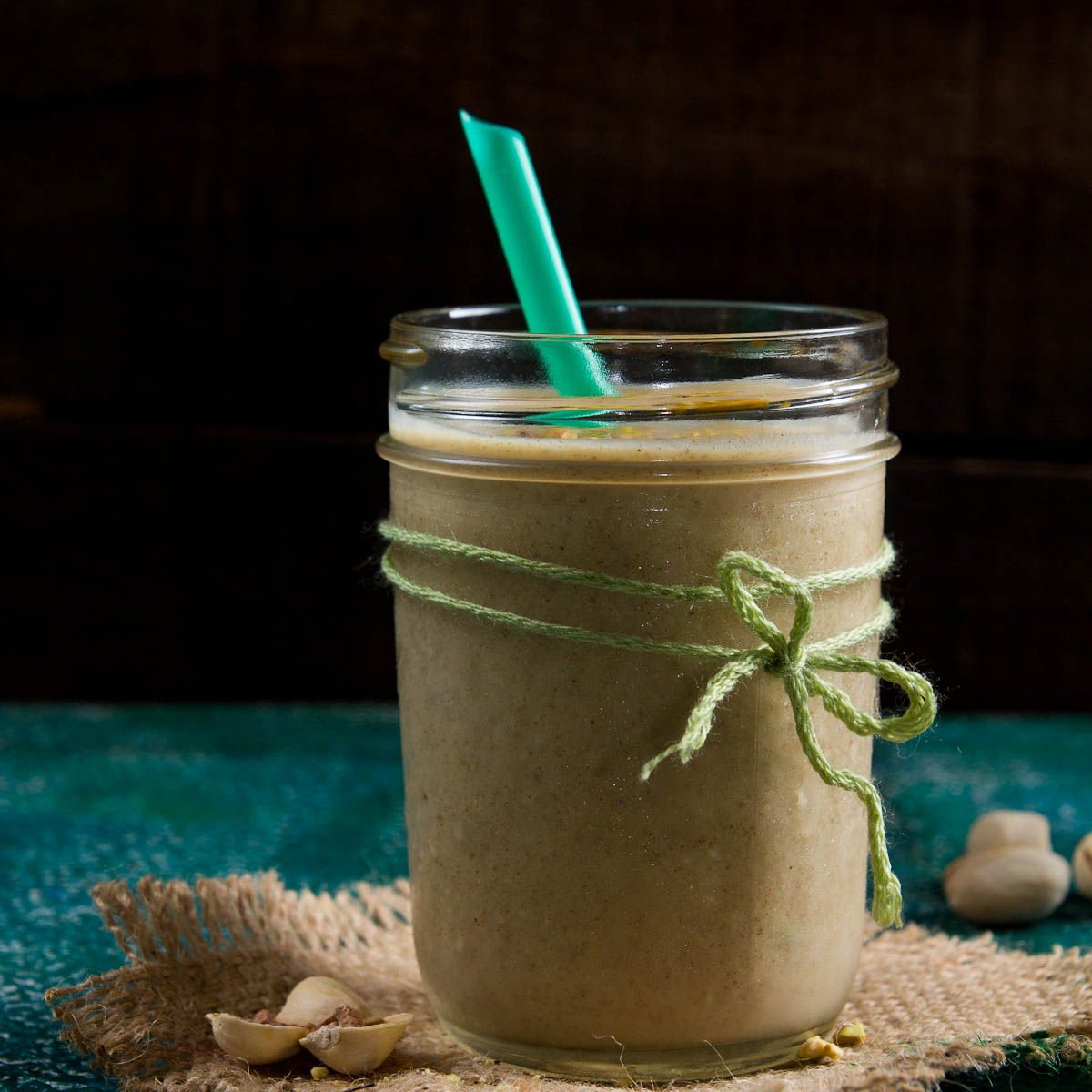 Pistachio date milk smoothie recipe by Indiaphile.info