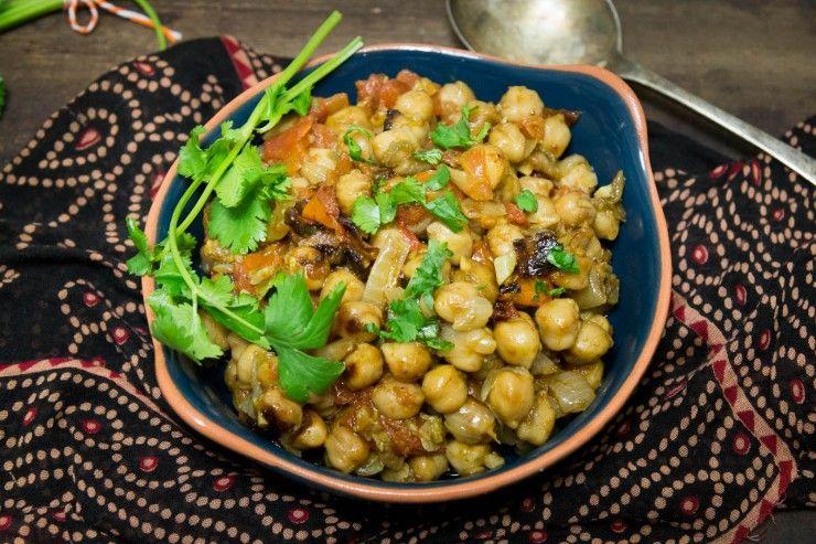 Chana Masala recipe by Indiaphile.info